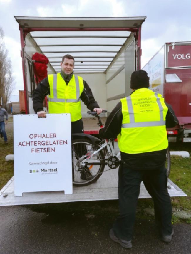 De stad Mortsel neemt Kringwinkel Opnieuw & Co onder de arm om achtergelaten fietsen op te halen en zo openbare wegen en terreinen netjes te houden.